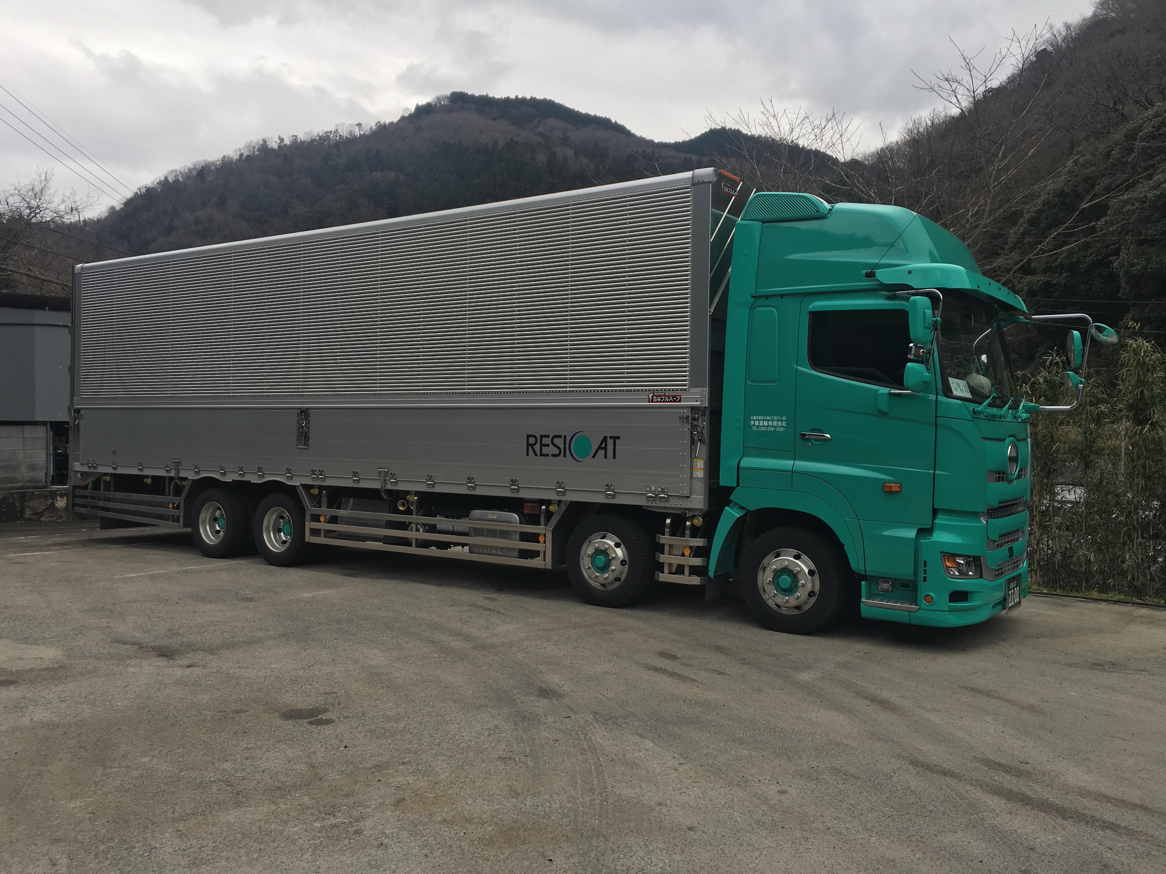 西日本レジコート トラック横
