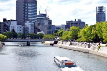 平和記念公園の川のある風景